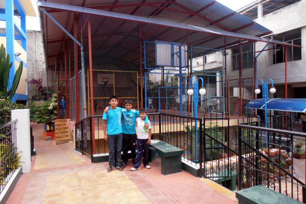 Vista de la zona deportiva y expansión del Hogar