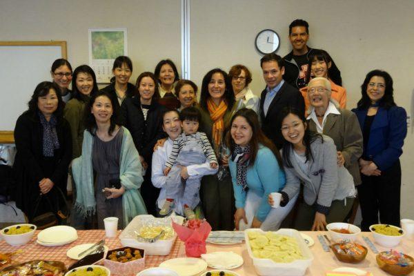 Celebraciones junto con amigos y familia idente